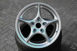 Porche 966 Carerra repaired and refinished wheel